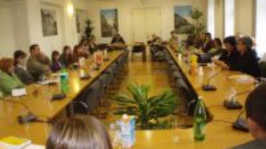 """Rasprava u Slavonskom Brodu: """"Zaštita privatnosti djece u medijima"""""""