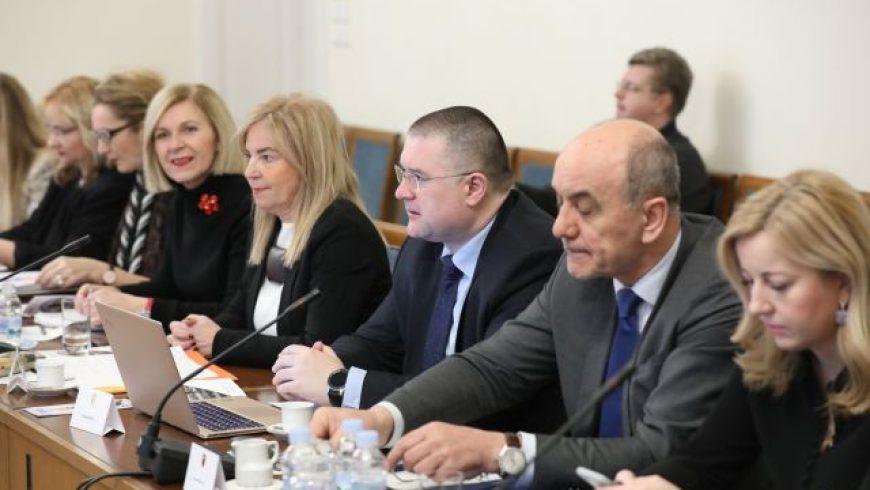 Saborski Odbor za obrazovanje o izazovima odrastanja u digitalnom dobu