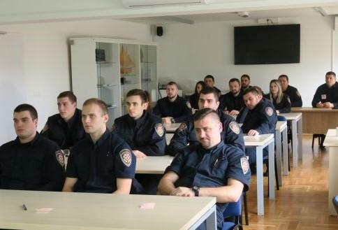 Predavanje za pravosudne policajce o pravima djece čiji su roditelji u zatvoru