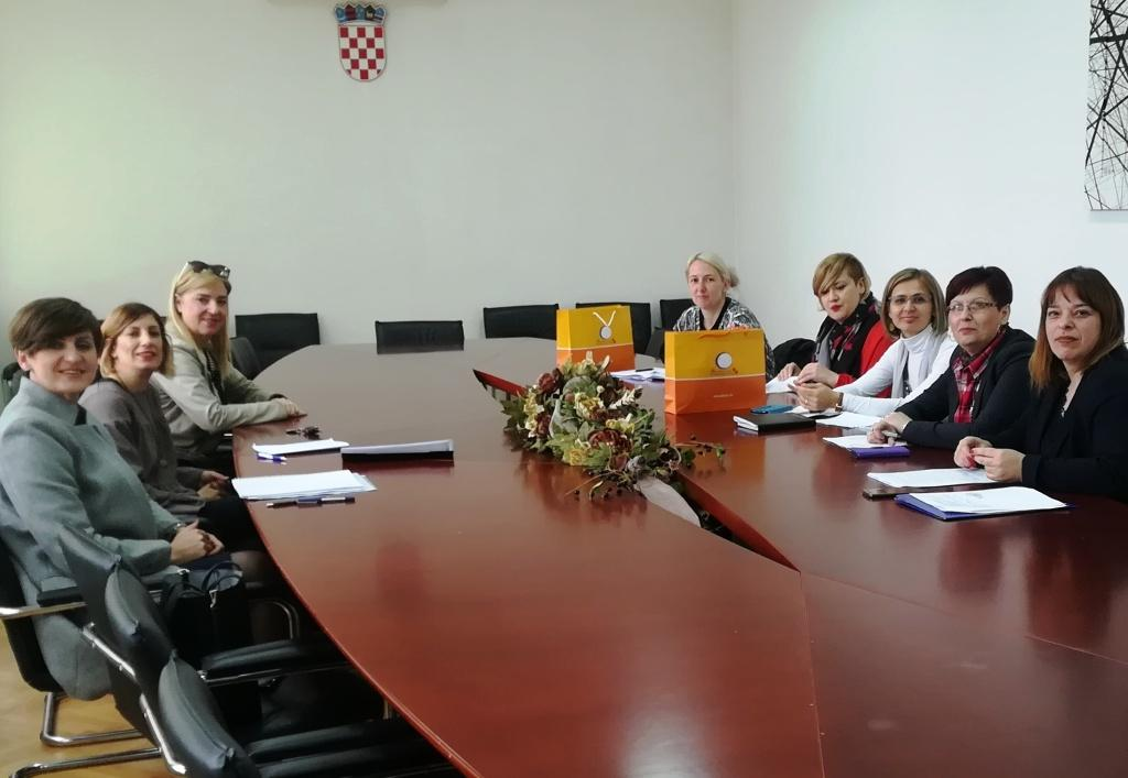 Pravobraniteljica se u Gospiću sastala s predstavnicima grada i županije