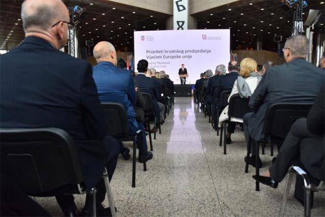 Premijer predstavio prioritete hrvatskog predsjedanja Vijećem EU