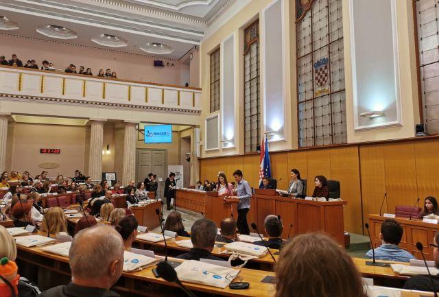 Djeca u Hrvatskom saboru pozvala odrasle da poslušaju i uvaže njihov glas